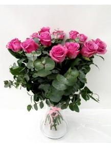 rosas grandes en Jarrón  de cristal