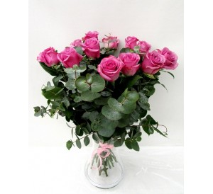 18 rosas 60cm en Jarrón  de cristal