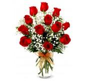 12 rosas  en Jarrón  de cristal con paniculata