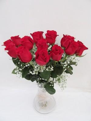 rosas rojas en Jarrón  de cristal