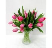 Tulipanes en jarron de cristal